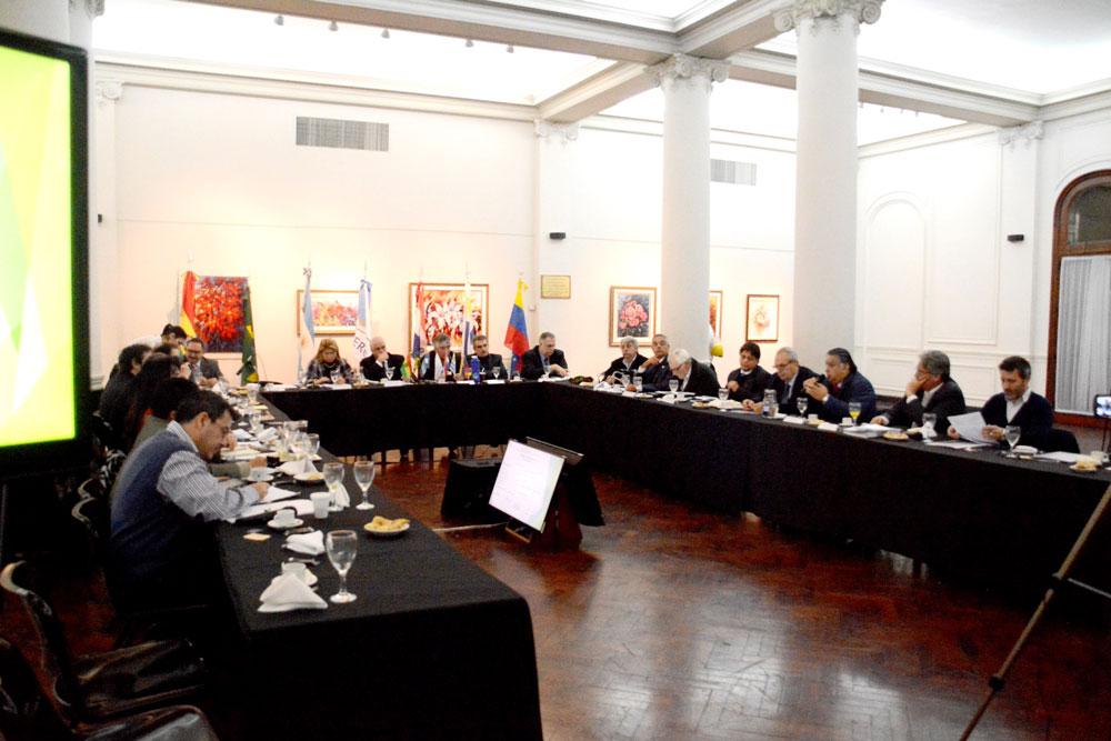 """Seminario """"Hidrovía Paraguay-Paraná: Experiencias Acumuladas y Perspectivas Para el Futuro"""""""